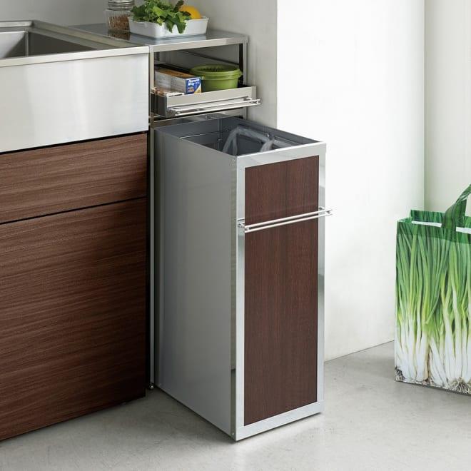 隙間に収まる スリム 作業台付き ダストワゴン 冷蔵庫の横やシンクと壁の間のデッドスペースを効率的に活用するキッチンラックです