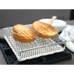 ふっくらおいしくパンを焼く セラミック焼網 小サイズ トースト一枚・切ったバゲット2枚が切れる大きさです。