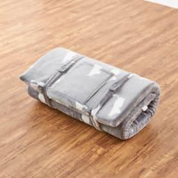 ムーミンごろ寝布団 付属バンドを使って、丸めて固定できます。 ※写真は65×120cmタイプです。