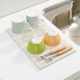 ムーミン soleau吸水・速乾・消臭キッチン用水切りボード(ドライングプレート) 二人分の食器類が置けます。