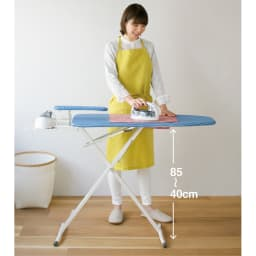 シャツが掛けやすいアルミコートアイロン台 最大85cmの高さで、立ったまま掛けやすい。