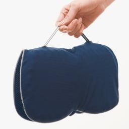 持ち運べるWゲル携帯クッション ハネナイト (ア)ネイビー 持ち手付き