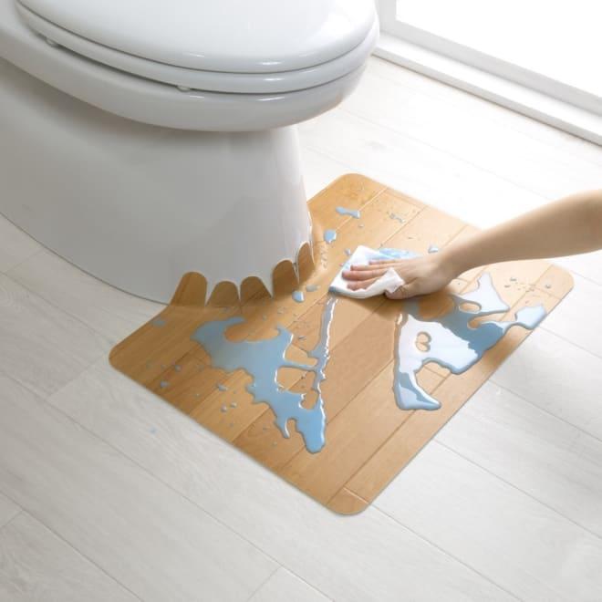 汚れが拭ける消臭トイレマット ショート木目調 使用イメージ(ア)ベージュ