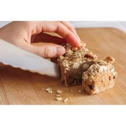 ブレッドナイフ パマルウェーブカット&波刃が研げるシャープナー 特別セット 最後はまっすぐにパンを切り離すストレートな刃先です。