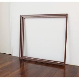 アルミ製 衣類&布団干し (室内物干し) 使わない時はたたんで壁にスッキリ立て掛けられます。収納しながら、空間イメージを損なわないデザインも魅力。 ※写真は3枚タイプ(ウ)ブラウンです。