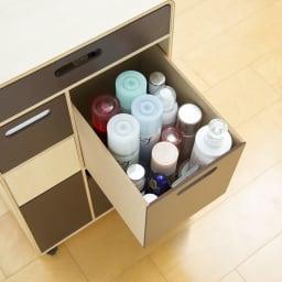 北欧風 曲げ木リビングワゴン ゴミ箱付きメイク収納 ダークブラウン 化粧水などの大きめボトルも余裕で入るサイズ。
