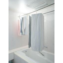 シーツやバスタオルをコンパクトに干せる!スリムくるくる洗濯ハンガー 浴室乾燥にも対応しています。