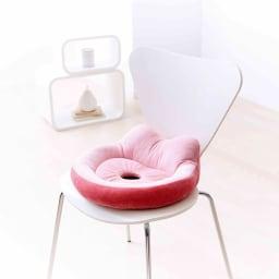 長時間座る姿勢をサポート! 骨盤サポートクッション (イ)ピンク