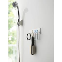 Tower/タワー マグネットバスルーム歯ブラシホルダー 5連  バスルームの歯ブラシ収納に便利です。