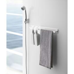 Tower/タワー マグネットバスルームタオルハンガー ワイド マグネットが付く浴室壁面に簡単取り付けのワイドサイズなタオルハンガー。