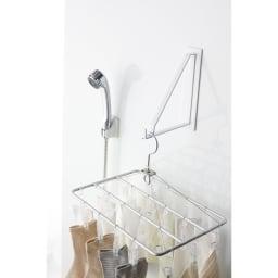 Tower/タワー マグネットバスルーム物干しハンガー  マグネットが付く浴室壁面に簡単取り付けの物干しハンガーです。