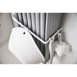 Tower/タワー マグネットバスルーム折り畳み風呂蓋ホルダー お掃除道具や風呂桶などを掛けておくのに便利なフック3個付き