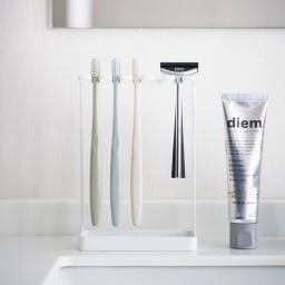Tower/タワー 歯ブラシスタンド 5連 シェーバーや替えの電動歯ブラシ、ちょっとしたお掃除ブラシなど収納にも便利です