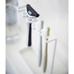 Tower/タワー 歯ブラシスタンド 5連 奥行スリムな設計なので洗面台に置いても場所をとりません。