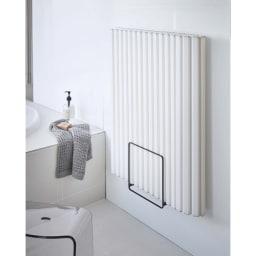 Tower/タワー 乾きやすいマグネット風呂蓋スタンド シャッタータイプも丸めずに広げて収納すれば水切れもよくカビやヌメリ防止になります。