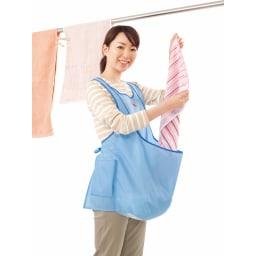 洗濯干しをスムーズに! カンガルー ランドリーエプロン おなかのポケットに洗濯物を入れられるので、かがまずに干せて腰がラクラク!