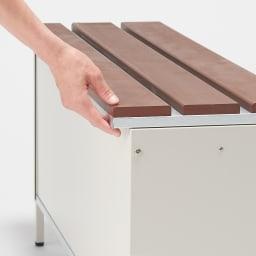 ペットボトルが箱ごと入る 薄型収納ベンチ 幅90cm 天板は長めに設計してあるので、手をかけて開閉可能。