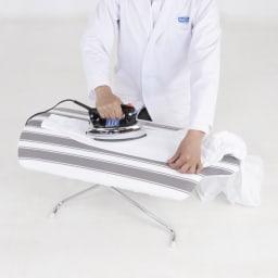 フレディ サイトウ アイロニングボード フロアタイプ 2段階の高さ調整(高さ26、34.5cm)で楽な姿勢でアイロンが掛けられます