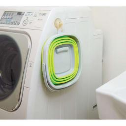 薄くたためるバケツ 10リットル お手持ちのフックで洗濯機横に引っかけても。