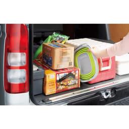 薄くたためるバケツ 10リットル キャンプなどで車に積み込むときも、小さくたためるので隙間に入れて持っていきやすい。