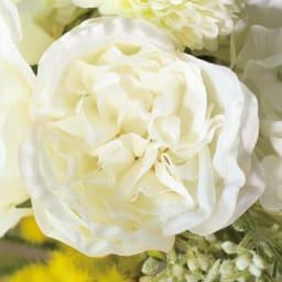 ローズのアレンジメントフラワー  (イ)ホワイト… 白バラをメインに、人気のミモザがアクセント。