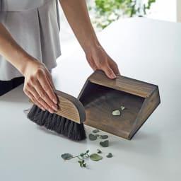 ヒノキ天然木ホウキ&チリトリセット テーブルタイプ パンくずや消しゴムのカス、裁縫中の糸のお掃除にも便利です。※お届けはホワイトです。