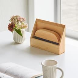 ヒノキ天然木ホウキ&チリトリセット テーブルタイプ 自立するので、必要な時にサッと使え、収納もスムーズです。