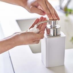 tower/タワー 詰め替え用ディスペンサー 泡タイプ 泡が出るのでそのまま洗え、時間短縮もできてとても便利です。