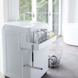 tower/タワー マグネット 伸縮洗濯機ラック シャンプー・コンディショナーなどのバス用品のストックの収納としても便利。