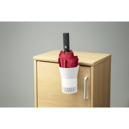 karariフック式折りたたみ傘ホルダー1本用 靴箱の扉にもフックできます。(1.8cm以下)
