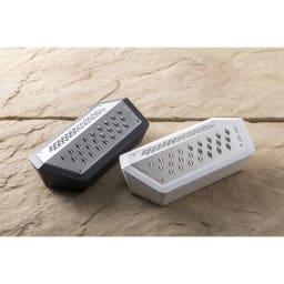 SEBASTIAN CONRAN×貝印 JANUS GRATER/ヤーヌスグレーター おろし器 世界的なデザイナーであるセバスチャン・コンラン氏がデザインしたおろし器です。
