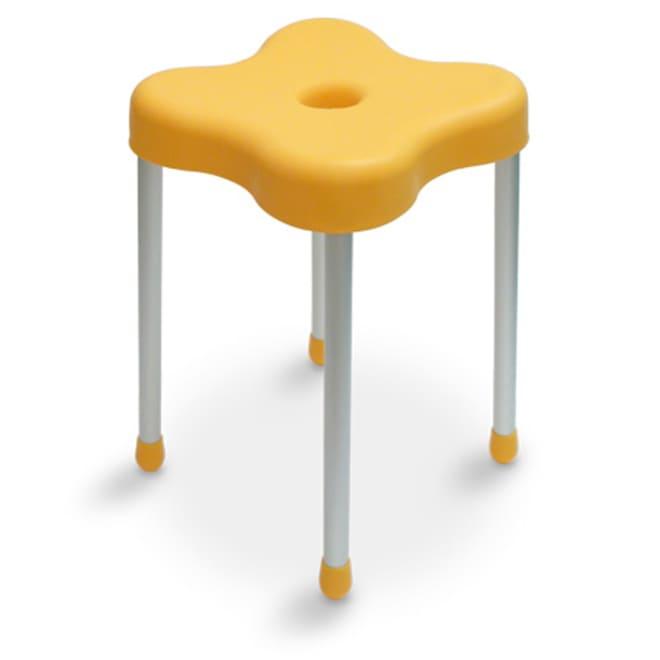 〈Revolc/レボルク〉バスチェア大 (ア)オレンジ より立ち上がりがラクな、高さ42cmの大サイズ。