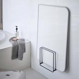 Tower/タワー 乾きやすいマグネット風呂蓋スタンド 使用イメージ(イ)ブラック