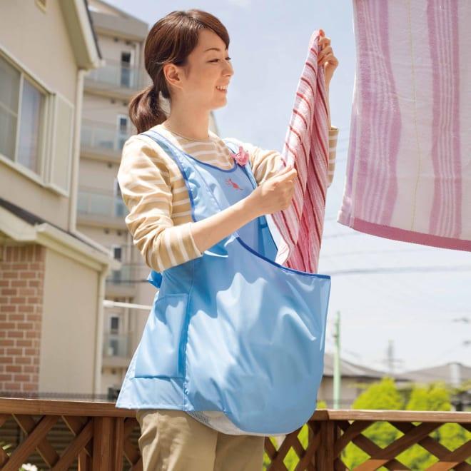 洗濯干しをスムーズに! カンガルー ランドリーエプロン 洗濯機からそのままお腹のポケットにゴソッと入れて立ったまま手早く干せるエプロンです。