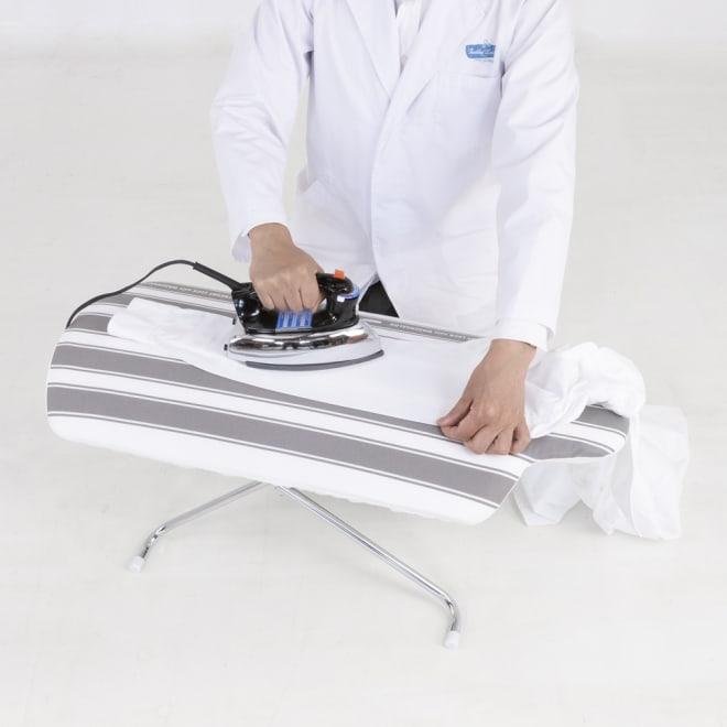 フレディ サイトウ アイロニングボード フロアタイプ い掛け心地の座って使えるアイロン台