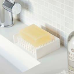 水切りソープトレイ ミスト 石鹸を点で支えているから水切れがよく、乾きが早いので石鹸が長持ち!