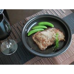 有田焼のニュータジン鍋「富士山」 そのまま食卓に並べても素敵です。