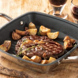 MEYER スクエアグリルパン 厚切りステーキも、絶妙な火入れが可能。