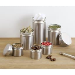 家事問屋 保存缶9 保存缶9はローリエとグリーンのスパイスが入った中くらいサイズの商品です。(一番大きなサイズは14タイプ、小さなものは5タイプになります。)