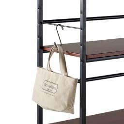 木目調収納ラック幅95cm奥行36cm ラックの横にS字フックを取り付ければ、かばんや帽子、トートバッグを掛けて頂けます。