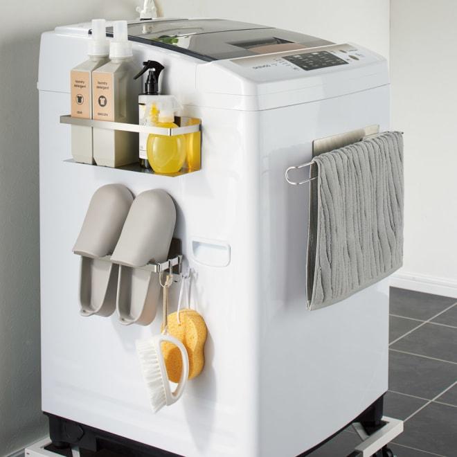 【国産】オールステンレス製 洗濯機サイドラック 3点セット(ラック+ハンガー+バスブーツハンガー) サイズは小ぶりながら、タオル・バスブーツ・洗剤・掃除道具など収納はしっかりの実力派です。