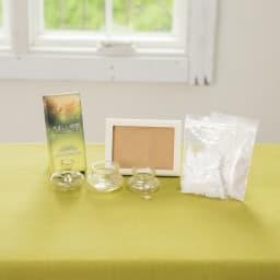 やさしい時間 祈りの手箱 左から 1:優しい森の香りのお線香(約50g) 2:縦・横どちらでも使える写真立て 左下 3:ガラス製花立て 4:ガラス製香炉 5:ガラス製火立て 6:豆粒ローソク(約50g) 7:香炉灰(約20g)