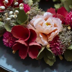 スプリングミニリース スライスウッドを丸めバラの様に。アーティフィシャルフラワーも入って華やか