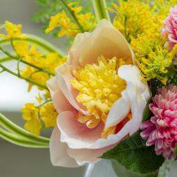 蓮のマジックウォーターアレンジ 色のグラデーションも美しいピンクの蓮がメインに。
