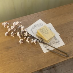アーティフィシャルフラワー桜と花瓶のセッ 桜の枝にはワイヤー入りで、お好きな形に変えてお楽しみいただけます