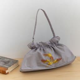 晴雨兼用 二重張り折り畳みミニ日傘 ハチドリ 傘袋は取っ手部分は金具でカバンにも付けられます (イ)色