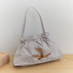 晴雨兼用 二重張り折り畳みミニ日傘 ハチドリ (ア)傘袋 上部はゴム仕様でがばっと開き、しまう際も便利!