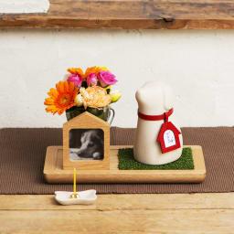 コッコリーノ【Coccolino】 ワンチョB ネーム彫付き ステージ付き フルセット 一緒にお花や思い出の品を飾っていただけます。(お花は商品に含まれません)