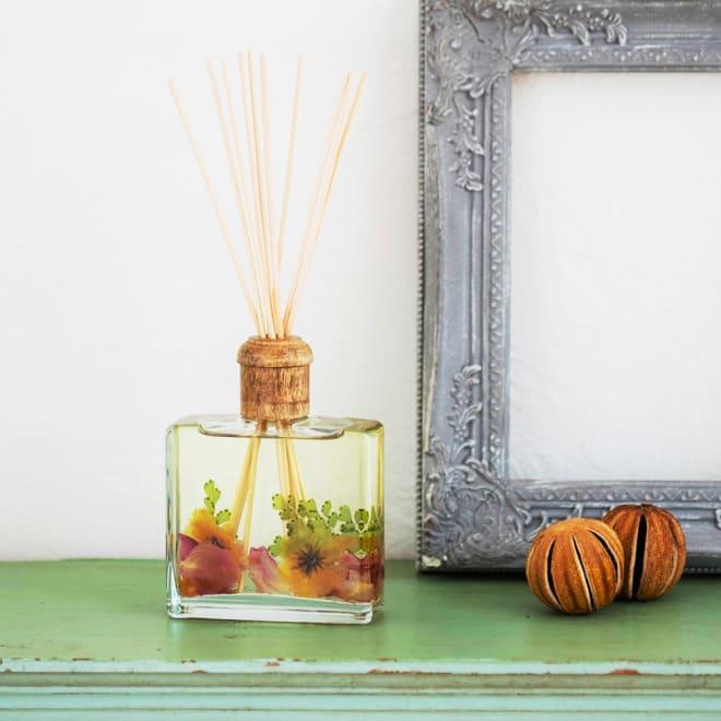 ROSY RINGS ボタニカルディフューザー レモンブロッサム&ライチ ふんわり香るレモンの花にライチやローズをブレンドした爽やかな香りがお部屋に広がります。