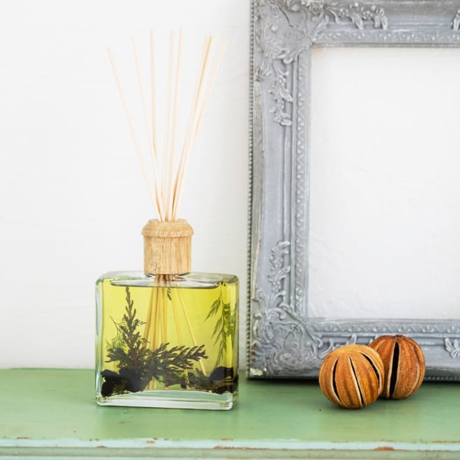 ROSY RINGS ボタニカルディフューザー フォレスト ウッディでフレッシュな香りがお部屋に広がります。